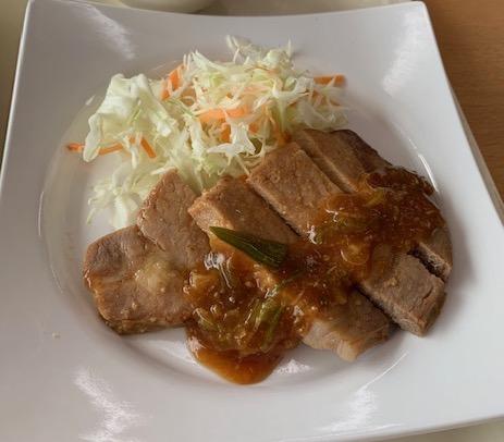 豚肉の韓国味噌風ソースかけ