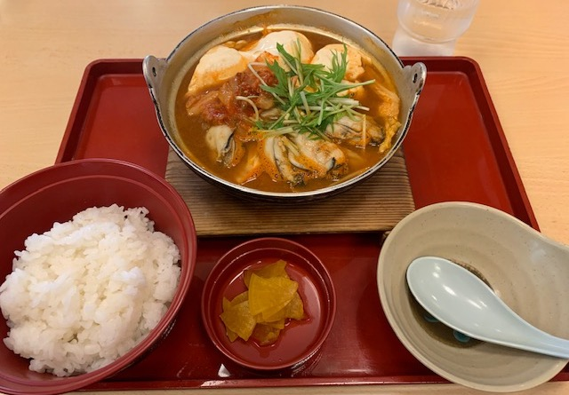 蒸しかきの味噌チゲ定食