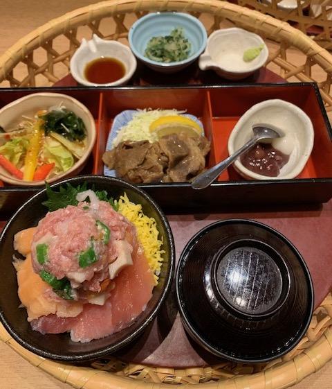 超モリ海鮮丼花籠
