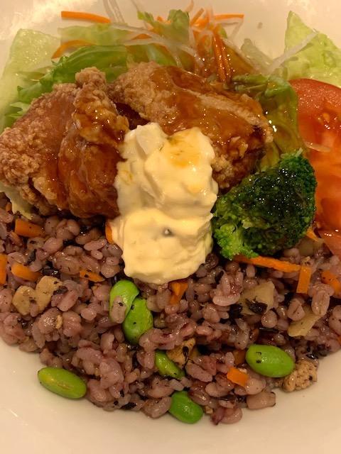 鶏の唐揚げと十六穀米のサラダごはん~南蛮ソース