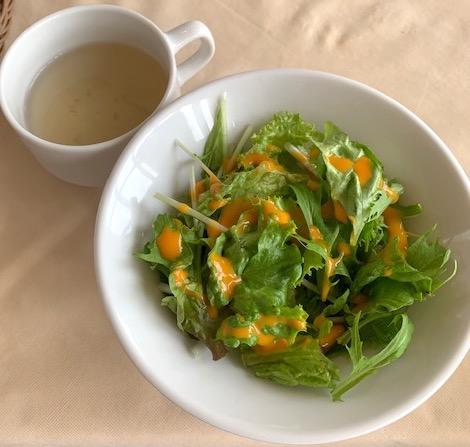 サラダと牡蠣スープ